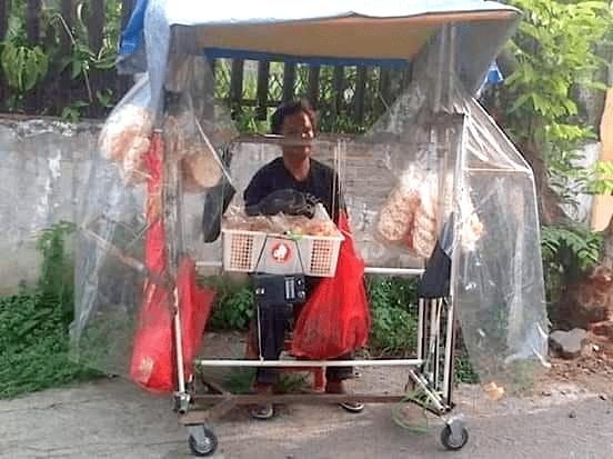 Kisah Penjual Cemilan yang Tuna Netra Tapi Hatinya Tidak Buta